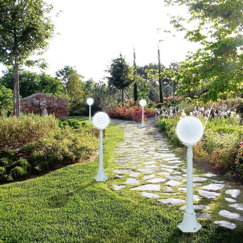 Orione s25 palo lampione bianco sfera globo d25 for Lampioni da giardino a sfera